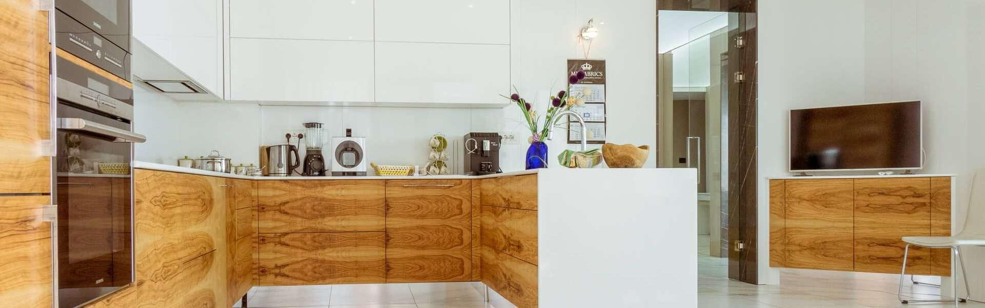 модерна кухня интериорна фотография